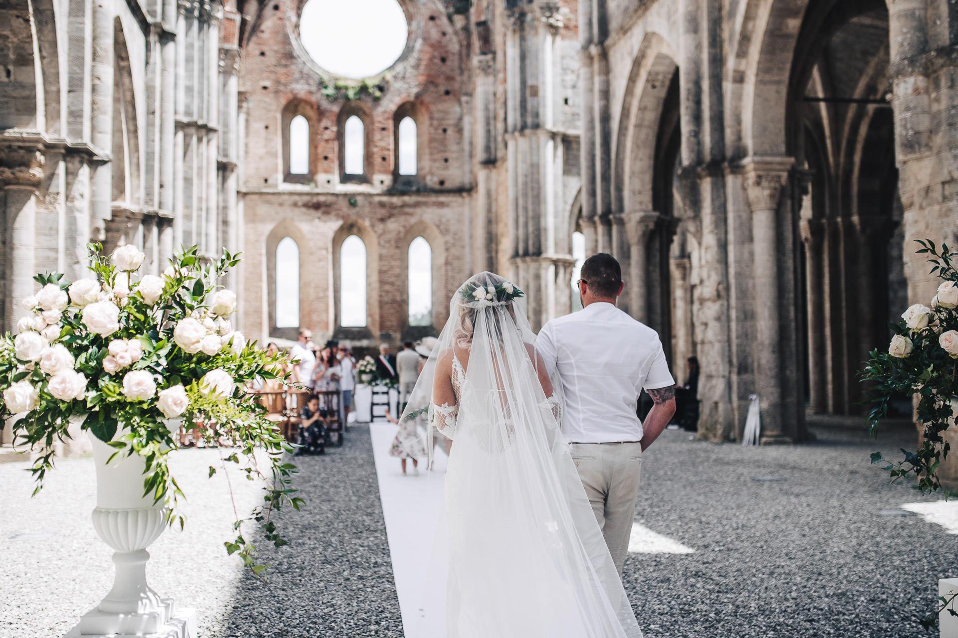 Wedding in San Galgano Abbey